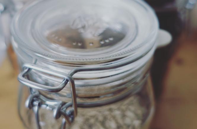 Glas mit Schüttgut zerowaste