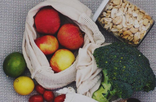Das geht auch in der Krise: Zero Waste Einkaufsbeutel mit Gemüse und Obst